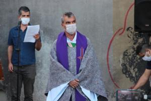 Moradores em situação de rua também participaram do ato com cartazes pedindo Justiça. Religiosos criticaram a desigualdade social e omissão do Estado