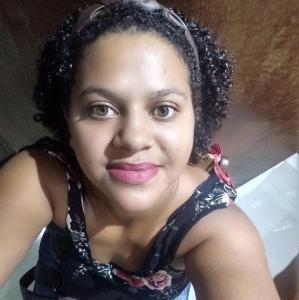 Vívian Lima de Almeira, de 29 anos, foi encontrada morta em sua casa no bairro Araçás, em Vila Velha, em julho; corpo possuía sinais de violência