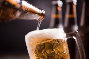 Com o e-commerce a todo vapor na quarentena, lojas on-line especializadas na bebida estão oferecendo descontos de até 50% e frete grátis para alguns rótulos