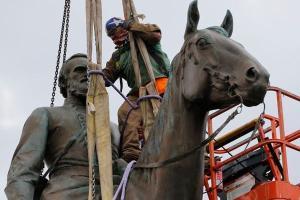 Na Europa e nos EUA, monumentos de personagens históricos associados ao racismo e ao colonialismo foram arrancados, colocando em questão a permanência ou não desses símbolos