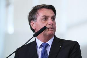 Em sua live semana, presidente disse que benefício custa R$ 50 bilhões por mês e voltou a pedir que governadores e prefeitos reabram o comércio