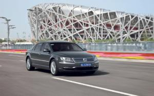 Volkswagen Says Yes to Phaeton - Motor Trend