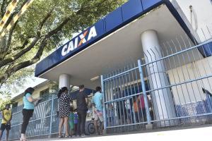 Trabalhadores que têm conta no Banco do Brasil e Caixa já foram contemplados pelo benefício. Calendário começa agora e termina só no ano que vem. Entenda