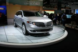 2013 Lincoln MKS and MKT First Look - Motor Trend