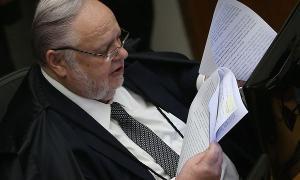 Segundo quatro ministros da Corte, Fischer está sendo submetido a uma cirurgia de risco. Não se trata de infecção por Covid-19