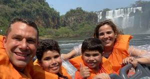 Filha de Zezé Di Camargo e empresário capixaba estão curtindo uns dias de relax em hotel de luxo de Foz do Iguaçu com a mesma bandeira do Copacabana Palace