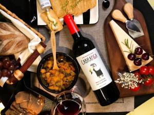 A coluna traz uma lista com 7 dicas para presentear pais que apreciam gastronomia e também para celebrar o domingo deles em grande estilo