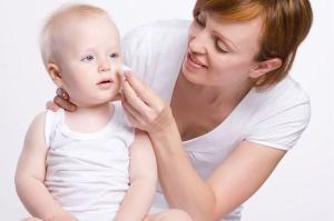 Da mesma forma que os adultos, os pequeninos estão suscetíveis a desenvolver problemas pele por cuidados inadequados