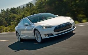 Tesla Offers Free Autobahn Tuning to German Model S Owners
