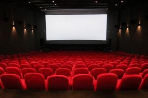 A Agência Nacional do Cinema abriu uma consulta pública para discutir o fim da meia-entrada no mercado exibidor do país, e Ministério da Economia defende a extinção do benefício