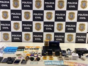 Duas vítimas foram identificadas pela polícia e, juntas, tiveram um prejuízo aproximado de R$ 21 mil. Suspeito fazia parte de organização criminosa