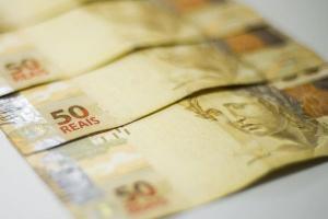 Presidente Jair Bolsonaro defende pagamento de duas parcelas extras de R$ 300 e afirmou que vai vetar eventual decisão do Congresso Nacional de aumentar esse valor