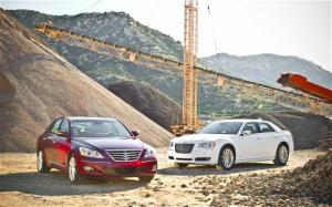 2011 Chrysler 300C vs 2011 Hyundai Genesis Comparison - Motor Trend