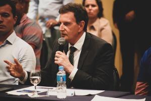 A família Bolsonaro passou a defender abertamente a candidatura à reeleição de Crivella após recente operação policial na casa e no gabinete do prefeito