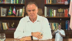 Outdoor em Cachoeiro não pede votos para candidatos específicos, mas diz para eleitores não votarem em aliados ao governador do Espírito Santo. Peça foi patrocinada por grupos de direita