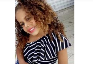 Esther Castro de Jesus, de 4 anos, teve a sedação e os aparelhos respiratórios retirados na noite desta quarta-feira (26), segundo informou a mãe dela, Isamoa de Souza Castro. A criança está internada há uma semana no Hospital Infantil de Vitória
