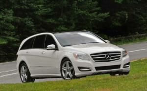 AM General Selected to Continue Mercedes R-Class Production