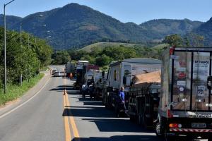 O terreno montanhoso faz com que a duplicação da rodovia tenha custos muito elevados, que podem não ser cobertos com recurso arrecadado com a tarifa de pedágio