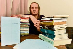 'Sem embaraço e com loas a mortos exemplares, repito à exaustão: dentre os atuais, ele é o poeta-mor capixaba', diz o jornalista Adilson Vilaça sobre o escritor, morto no dia 23 de julho