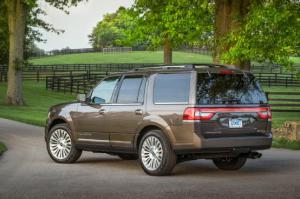 Lincoln Navigator L - 15 Cars with the Most Package Space