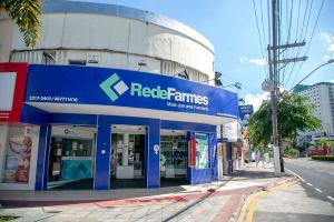 Com o CredFarmes, a Rede Farmes disponibiliza facilidades de pagamento e promoções exclusivas aos clientes, em todas as 130 lojas do grupo