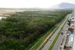 Aeronave pode ser vista em imagens do espaço na região que fica próxima a Jardim Camburi. A Gazeta foi buscar que história é essa