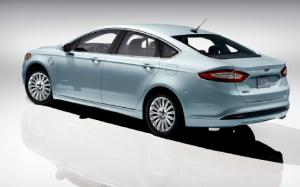 2013 Ford Fusion Energi PHEV Has 620-Mile Full Range, 21-Mile EV Range