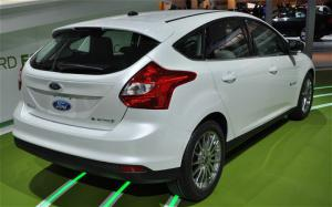 2013 Ford Focus Electric Features - Motor Trend