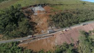 O trecho da BR 262, entre o km 22 e o Posto do Café, em Marechal Floriano, localizado no km 58, ficará interditado até a próxima quarta (15) para a remoção de pedras, segundo o Dnit