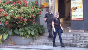 De acordo com a polícia, a pedido do dono do bar, o homem dormia dentro do escritório do estabelecimento na tentativa de aumentar a segurança e evitar arrombamentos