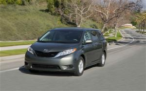 2011 Toyota Sienna LE Interior And Specs - Motor Trend