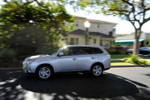 2014 Mitsubishi Outlander SE S-AWC Long-Term Update 1 - Motor Trend