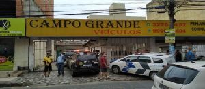 Imagens da câmera de videomonitoramento do local mostram a ação do criminoso