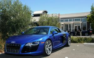 2010 Audi R8 5.2 FSI quattro Urban Drive and Review - Motor Trend