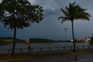 Nesta segunda-feira (12), segundo o instituto, os ventos úmidos que sopram do mar devem provocar chuva por toda a faixa litorânea do Espírito Santo