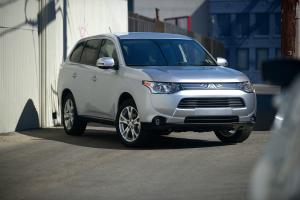 2014 Mitsubishi Outlander SE S-AWC Long-Term Update 2 - Motor Trend