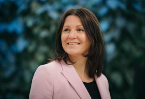 Bygger opp DNBs bærekraftsavdeling - nå henter hun PR-rådgiver fra Zynk