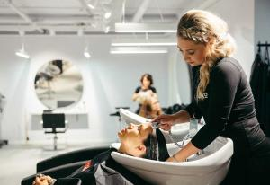 Svensk skjønnhet øker omsetningen: - Vi har satset tungt på markedsføring i Norge