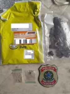 """A ação foi realizada em parceria com a área de segurança dos Correios. Foram apreendidos 51 comprimidos de ecstasy e 1 grama da substância conhecida como """"MD"""""""