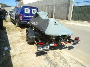 A moto aquática foi encontrada abandonada atrás de uma feira de automóveis em Cobilândia