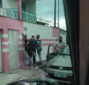 O homem de 27 anos foi preso em 2014 e, durante o cumprimento da pena, passou para o regime semiaberto. E uma das saídas do presídio ele não retornou para a unidade. Suspeito foi preso em Teixeira de Freitas (BA) nesta terça-feira (28)
