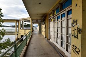 À espera de propostas de reúso, Cais do Hidroavião está abandonado em Vitória, a exemplo de outros imóveis como o Clube Saldanha, o Mercado da Capixaba e Teatro Carmélia