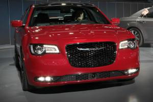 2015 Chrysler 300 First Look - Motor Trend