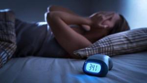 A psicóloga e comentarista da Rádio CBN Vitória, Adriana Müller, diz que é preciso ensinar o cérebro a entrar no modo noturno, mostrando que é hora de descansar
