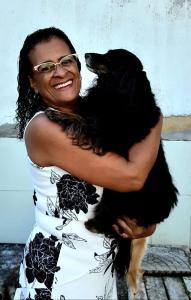 Conheça a história de Maria da Glória, mulher negra veterinária e muito forte