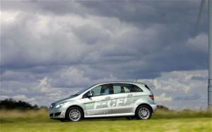 2011 Mercedes-Benz B-Class F-CELL First Drive and Review - Motor Trend
