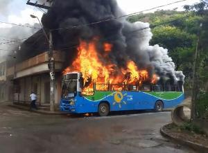 Os incêndios intencionais em ônibus urbanos atentam contra a vida dos mais pobres. São eles que sofrem por não terem acesso a outras modalidades de transporte