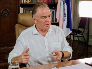 Um vídeo em que o governador Renato Casagrande aparece em uma festa junina – que vem sendo compartilhado em redes sociais como se fosse recente – foi gravado em 2017