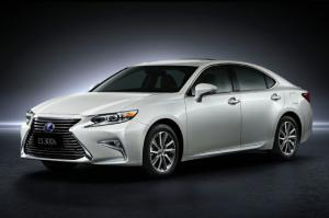 2016 Lexus ES First Look - Motor Trend
