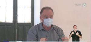 O governador Renato Casagrande destacou que taxa de transmissão da Covid-19 voltou a subir no Estado e disse que voltará a restringir atividades econômicas e sociais caso as mortes pela doença voltem a crescer no Estado